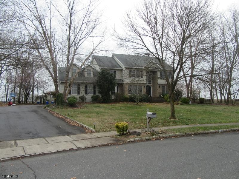 Частный односемейный дом для того Аренда на 19 Guinevere Road Monroe, Нью-Джерси 08831 Соединенные Штаты