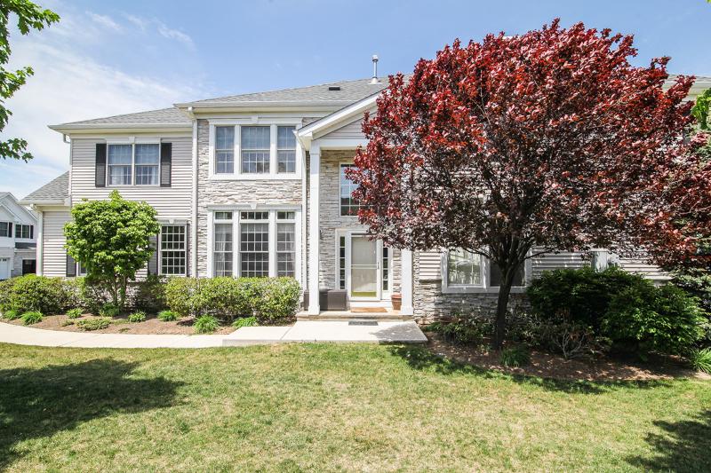 Maison unifamiliale pour l Vente à 25 SCHWEINBERG Drive Roseland, New Jersey 07068 États-Unis