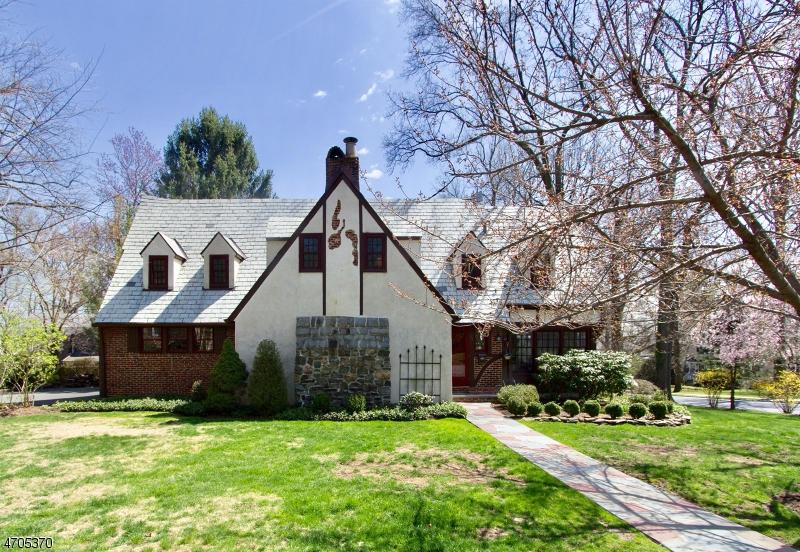 Частный односемейный дом для того Продажа на 49 Claremont Drive Maplewood, 07040 Соединенные Штаты