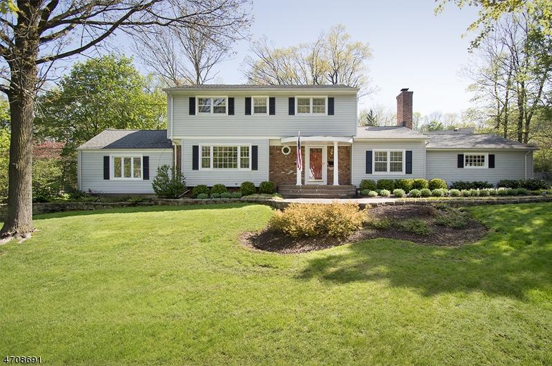 Частный односемейный дом для того Продажа на 55 Sulfrian Road New Providence, Нью-Джерси 07974 Соединенные Штаты
