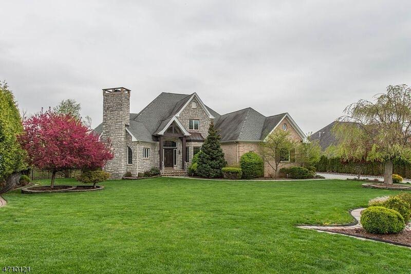 独户住宅 为 销售 在 106 Liberty Ridge Trail Totowa, 07512 美国