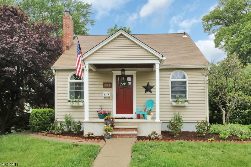 独户住宅 为 销售 在 102 Seneca Avenue 杜蒙特, 新泽西州 07628 美国