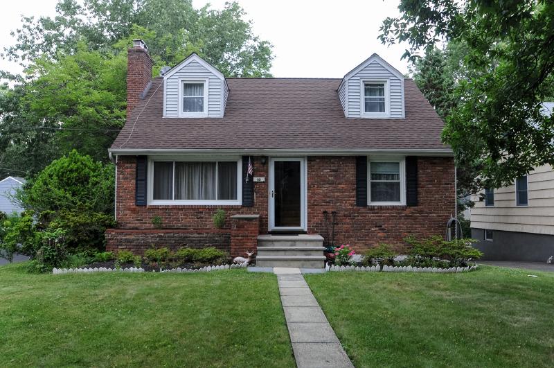Частный односемейный дом для того Аренда на 10 Harding Street Chatham, Нью-Джерси 07928 Соединенные Штаты
