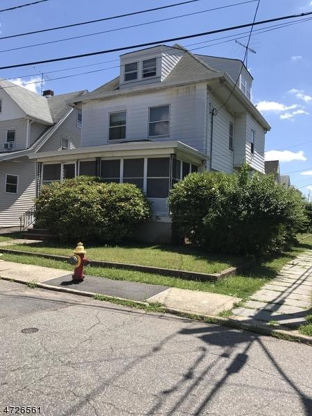 Einfamilienhaus für Verkauf beim 2 De Bell Court 2 De Bell Court Passaic, New Jersey 07055 Vereinigte Staaten