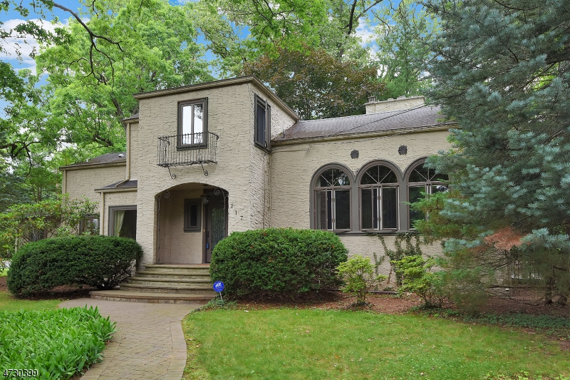 Single Family Home for Sale at 217 Waiku Road Ridgewood, New Jersey 07450 United States
