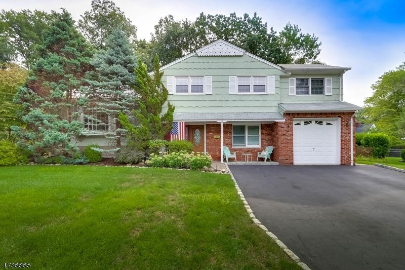 独户住宅 为 销售 在 34 Donna Lane 米德兰帕克, 新泽西州 07432 美国