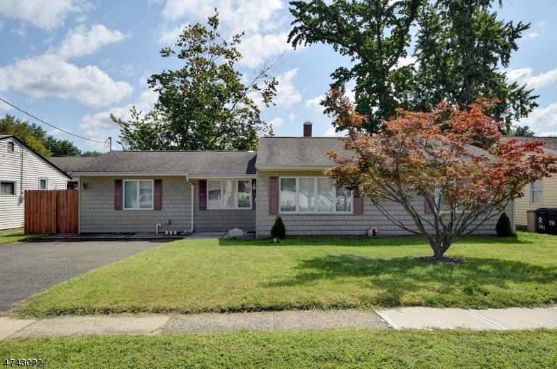 Частный односемейный дом для того Продажа на 253 Dukes Road Rahway, Нью-Джерси 07065 Соединенные Штаты