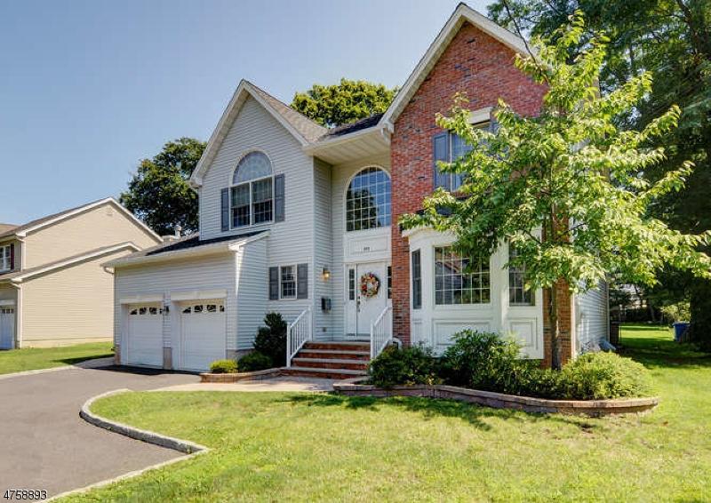 Maison unifamiliale pour l Vente à 292 Rock Avenue North Plainfield, New Jersey 07063 États-Unis