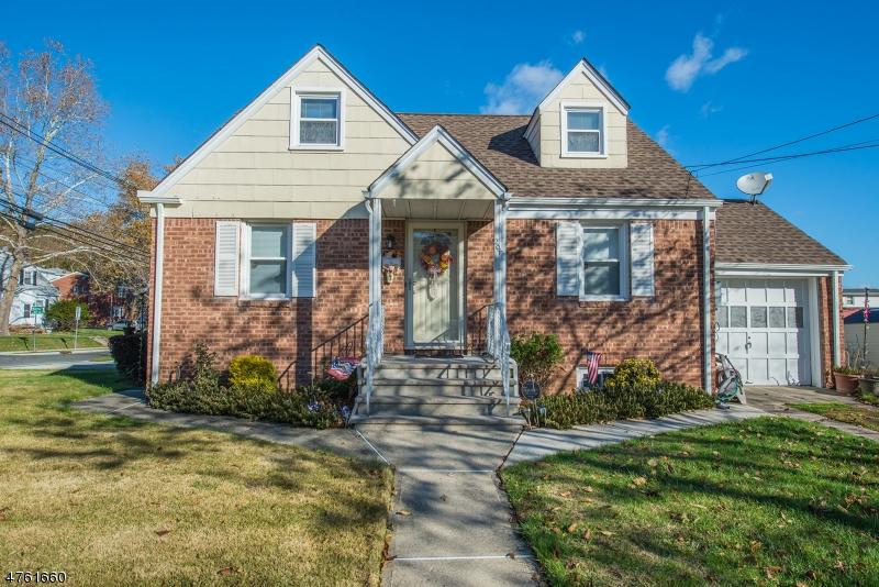 一戸建て のために 売買 アット 204 Elmwood Drive 204 Elmwood Drive Clifton, ニュージャージー 07013 アメリカ合衆国