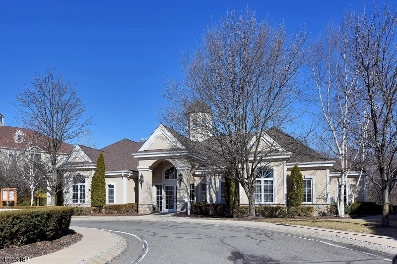 واحد منزل الأسرة للـ Sale في 140 GEORGE RUSSELL WAY 140 GEORGE RUSSELL WAY Clifton, New Jersey 07013 United States