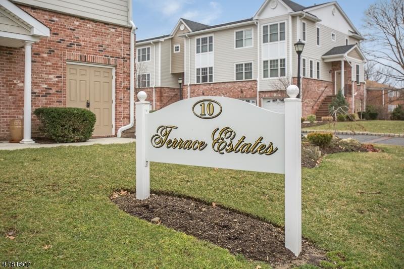 Maison unifamiliale pour l Vente à 10 Terrace Ave, UNIT 13 Hasbrouck Heights, New Jersey 07604 États-Unis