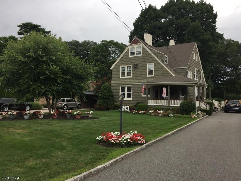 Maison unifamiliale pour l Vente à 48 Enclosure Nutley, New Jersey 07110 États-Unis