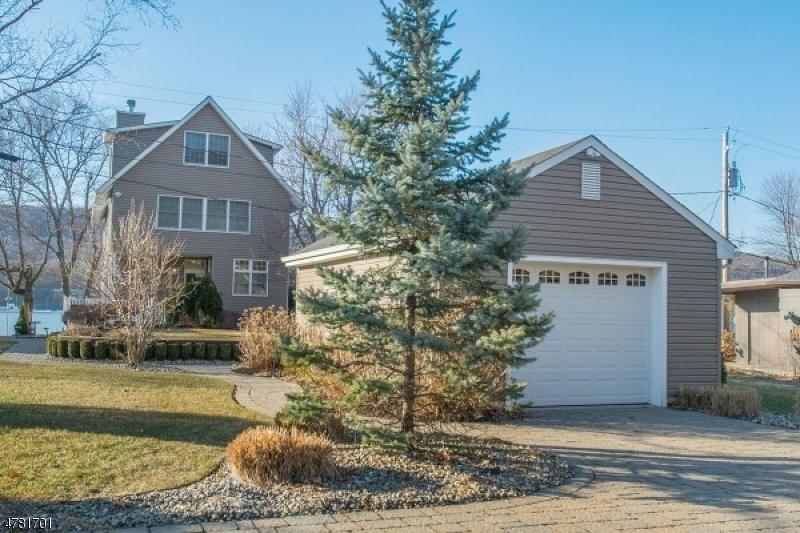 Maison unifamiliale pour l Vente à 43 Forest Lake Drive West Milford, New Jersey 07421 États-Unis