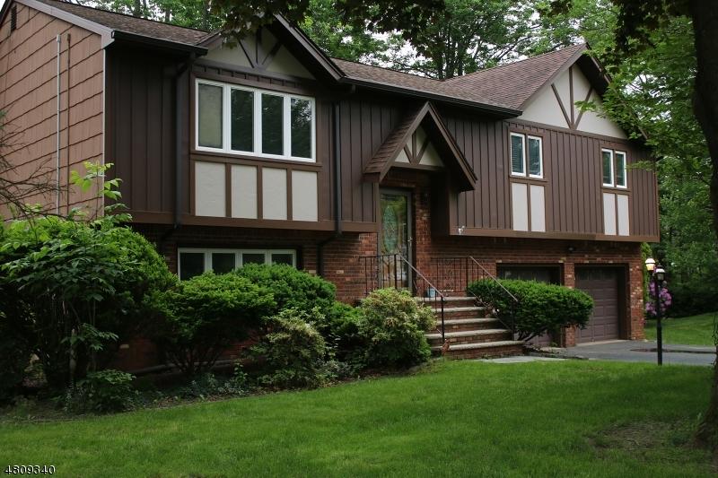 Maison unifamiliale pour l Vente à 4 ROSE WAY Randolph, New Jersey 07869 États-Unis