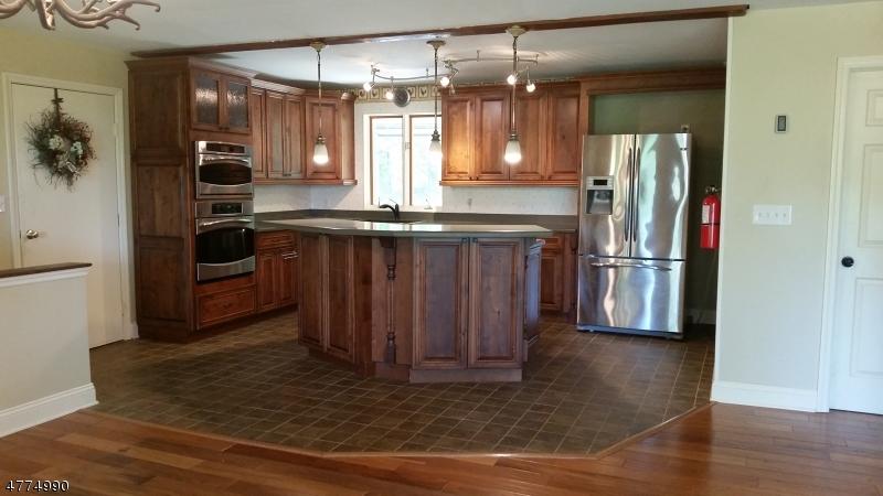 獨棟家庭住宅 為 出售 在 953 OWASSA Road Stillwater, 新澤西州 07860 美國