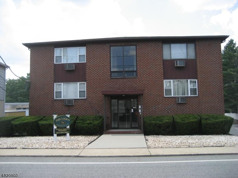 Кондо / дом для того Продажа на 747 RIVERSIDE Avenue Lyndhurst, Нью-Джерси 07071 Соединенные Штаты