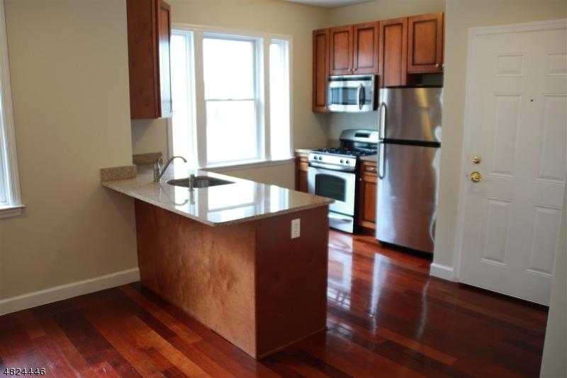 Condo / Casa geminada para Arrendamento às 620 38th Street Union, Nova Jersey 07087 Estados Unidos