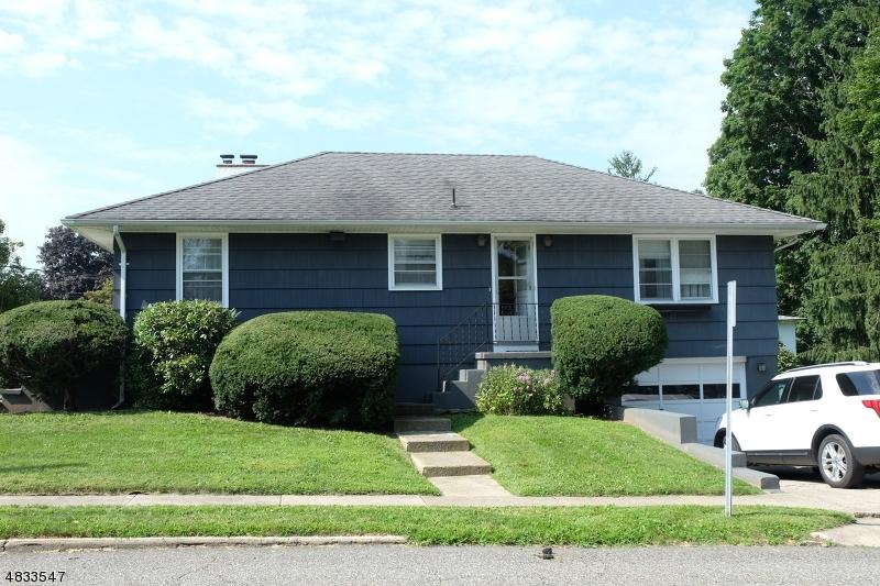 Maison unifamiliale pour l Vente à 400 GRAND Avenue Hackettstown, New Jersey 07840 États-Unis