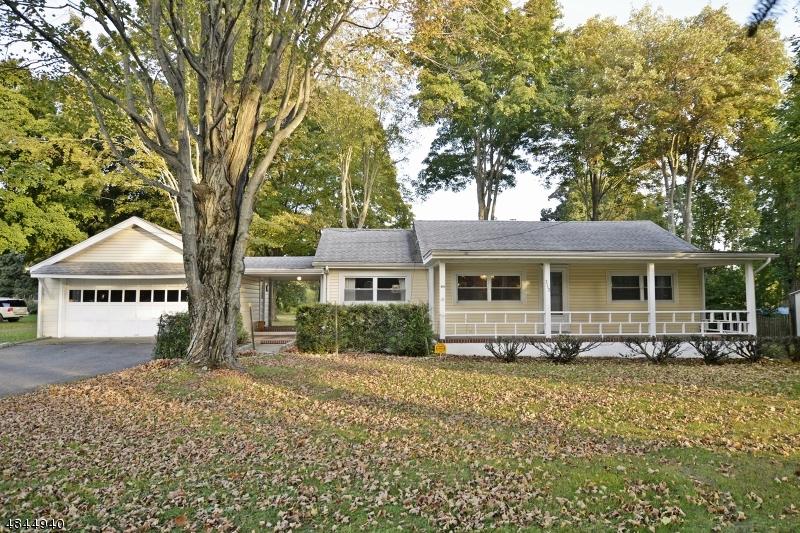 Maison unifamiliale pour l Vente à 312 WILLOW GROVE Street Hackettstown, New Jersey 07840 États-Unis
