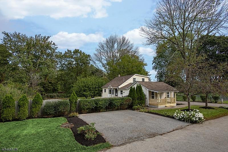 Property pour l Vente à 29 RAILROAD Avenue Roxbury Township, New Jersey 07847 États-Unis