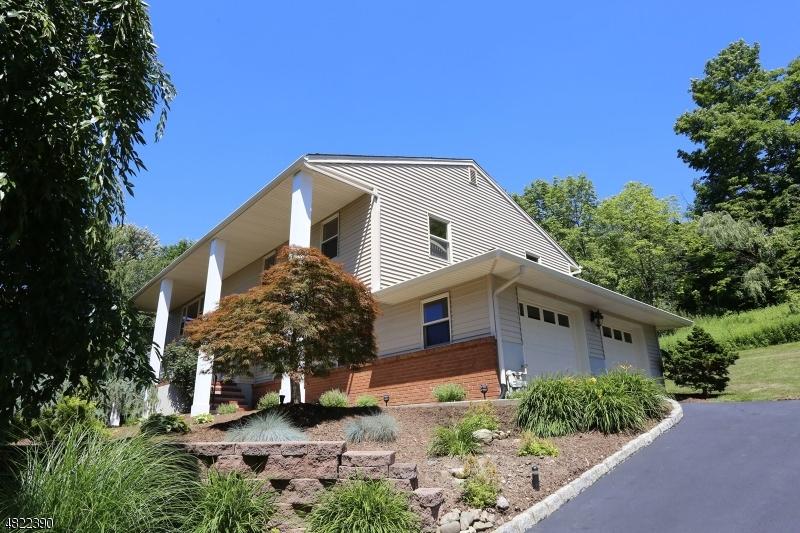 Enfamiljshus för Försäljning vid 13 BEAN Court Wanaque, New Jersey 07465 Förenta staterna