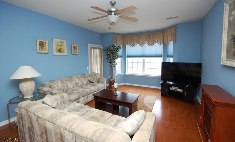 Condo / Townhouse for Sale at 269 CORY Lane Elmwood Park, New Jersey 07407 United States