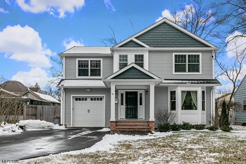 Частный односемейный дом для того Продажа на 41 FARLEY Avenue Fanwood, Нью-Джерси 07023 Соединенные Штаты