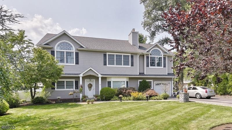 Villa per Vendita alle ore 115 WEST PKY Pequannock, New Jersey 07444 Stati Uniti