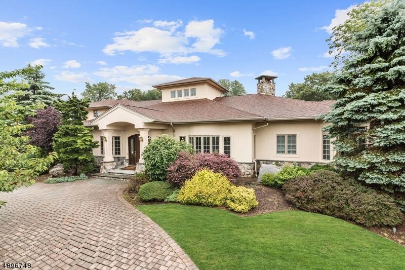 Single Family Homes pour l Vente à Livingston, New Jersey 07039 États-Unis