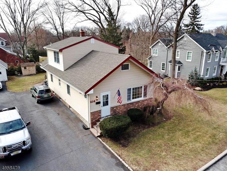 Single Family Homes للـ Sale في Midland Park, New Jersey 07432 United States