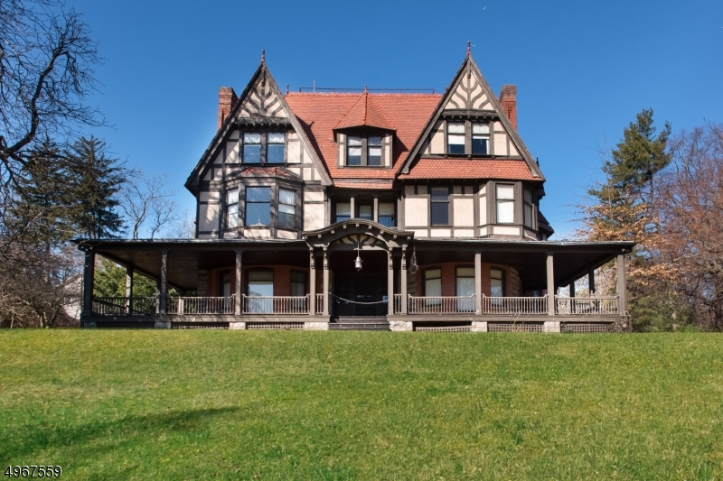 Single Family Homes 为 销售 在 蒙特克莱尔, 新泽西州 07042 美国