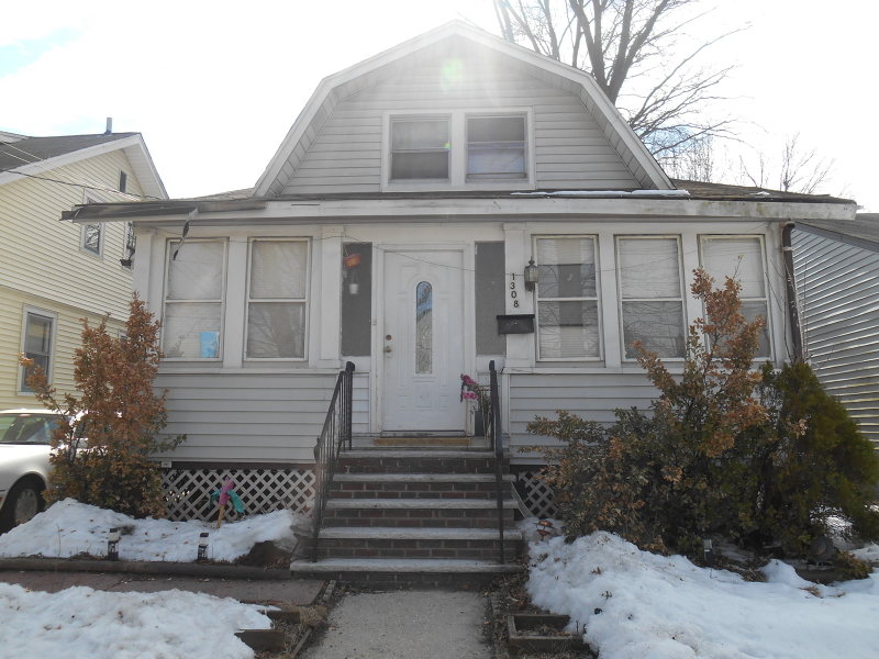 Additional photo for property listing at 1308 Crescent Avenue  Roselle, Нью-Джерси 07203 Соединенные Штаты