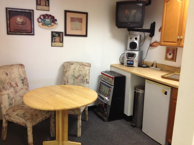 Additional photo for property listing at 98-102 SHERWOOD Avenue  Paterson, Нью-Джерси 07502 Соединенные Штаты