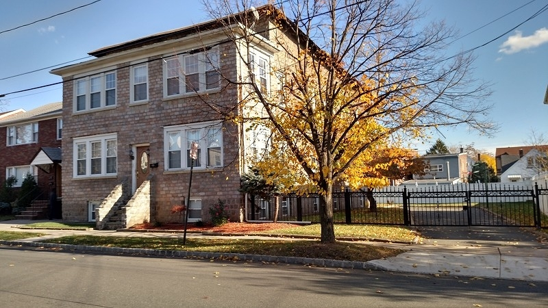 Additional photo for property listing at 371 Watsessing Avenue  Bloomfield, New Jersey 07003 États-Unis
