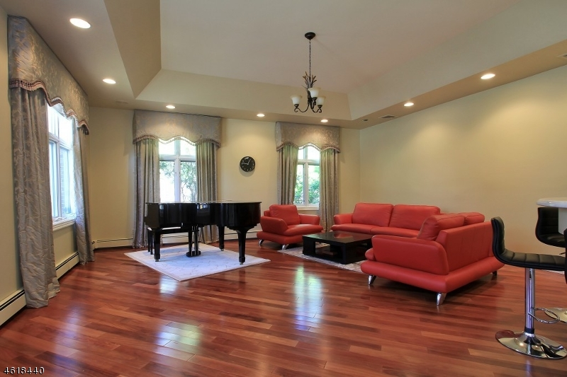 Additional photo for property listing at 5 Parker Place  Westwood, Nueva Jersey 07675 Estados Unidos