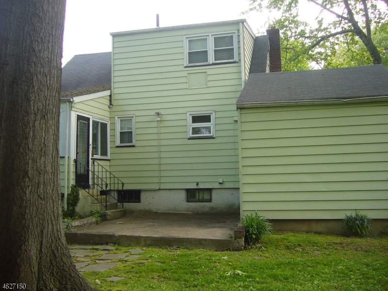 Additional photo for property listing at 20 Maple Avenue  Vauxhall, New Jersey 07088 États-Unis