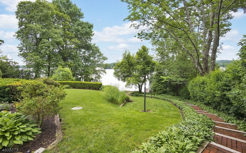 Additional photo for property listing at 165 Lakeside Blvd  Hopatcong, New Jersey 07843 États-Unis