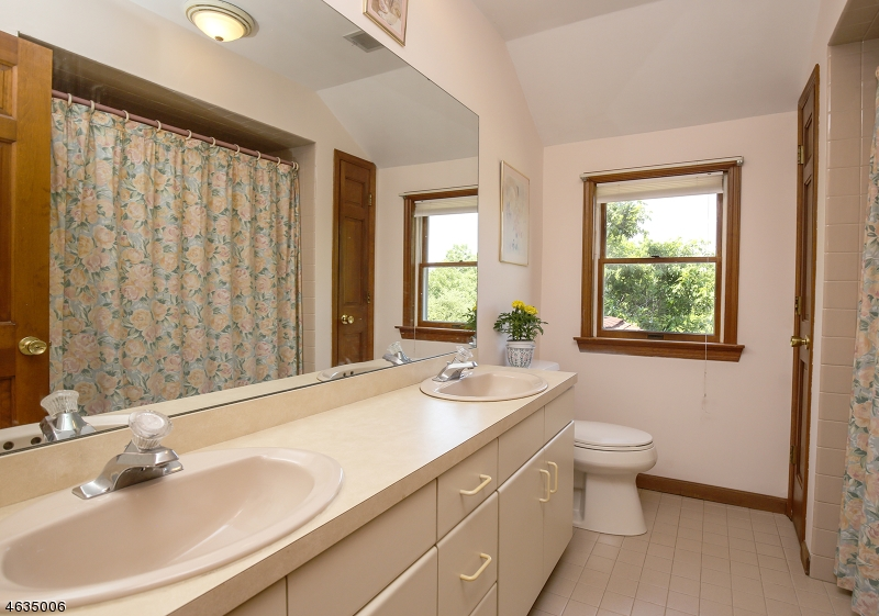 Additional photo for property listing at 11 Brookfield Drive  Basking Ridge, Нью-Джерси 07920 Соединенные Штаты