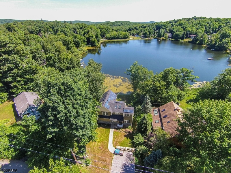 Additional photo for property listing at 403 E Lakeshore Drive  Highland Lakes, New Jersey 07422 États-Unis