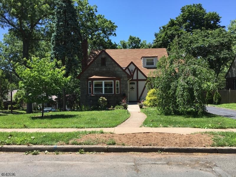 Maison unifamiliale pour l Vente à 714 LARCH Avenue Teaneck, New Jersey 07666 États-Unis