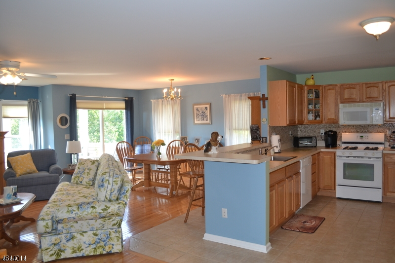 Additional photo for property listing at 56 Clubhouse Road  Hamburg, New Jersey 07419 États-Unis