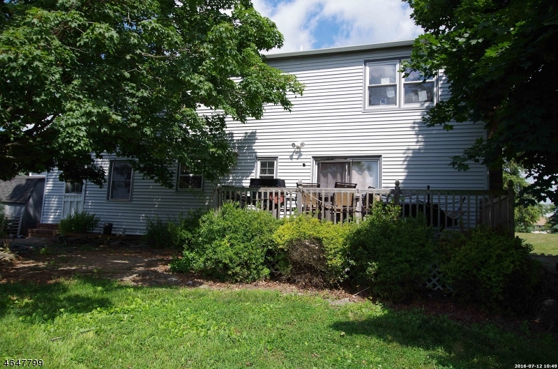 Additional photo for property listing at 106 Robin Way  Neshanic Station, Nueva Jersey 08853 Estados Unidos