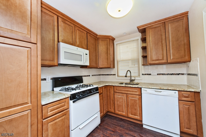 Additional photo for property listing at 100 Market Street  Garfield, New Jersey 07026 États-Unis
