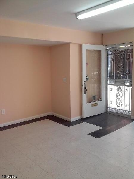Additional photo for property listing at 29 E Milton Avenue  Rahway, New Jersey 07065 États-Unis