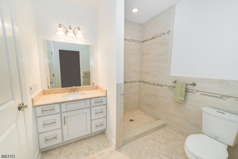 Additional photo for property listing at 4 Gates Lane  Montclair, New Jersey 07042 États-Unis