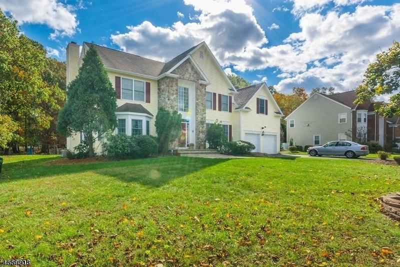 Casa Unifamiliar por un Alquiler en 6 Swans Mill Lane Scotch Plains, Nueva Jersey 07076 Estados Unidos