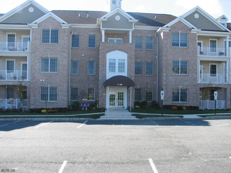 Частный односемейный дом для того Продажа на 11 RIDGEVIEW Lane Mount Arlington, 07856 Соединенные Штаты