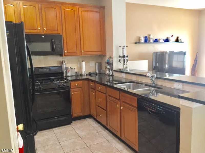 Casa Unifamiliar por un Alquiler en 211 Swanstrom Pl E Union, Nueva Jersey 07083 Estados Unidos