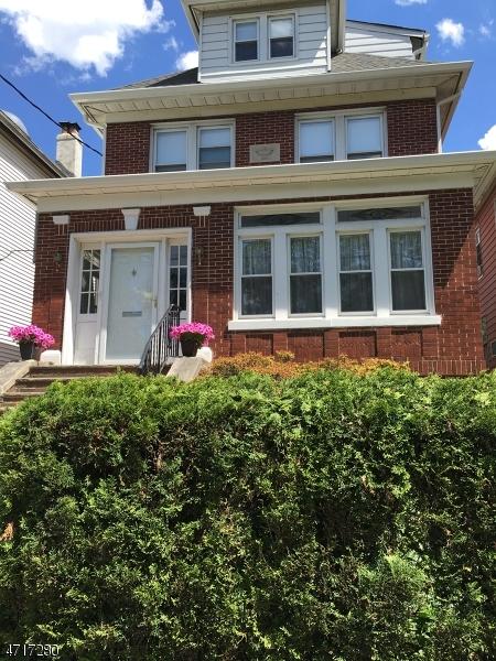 Casa para uma família para Venda às 1022 Kennedy Boulevard Bayonne, Nova Jersey 07002 Estados Unidos