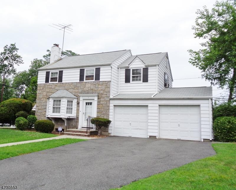 Casa Unifamiliar por un Venta en 1 Elmwood Drive Elmwood Park, Nueva Jersey 07407 Estados Unidos